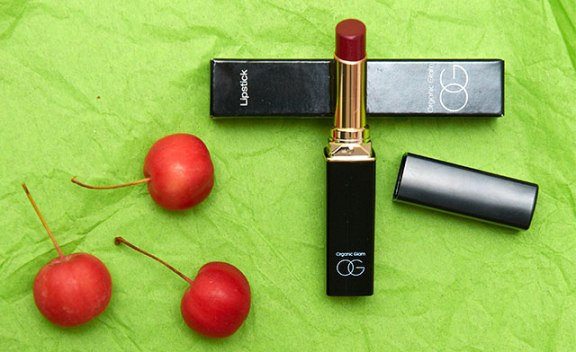 Organic glam lipstick in red