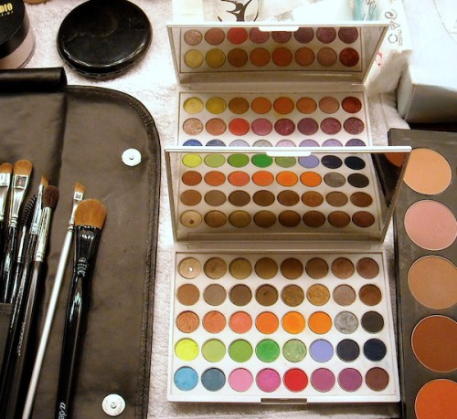Yaby palettes in white colour to compare with Neve duo chrome palette