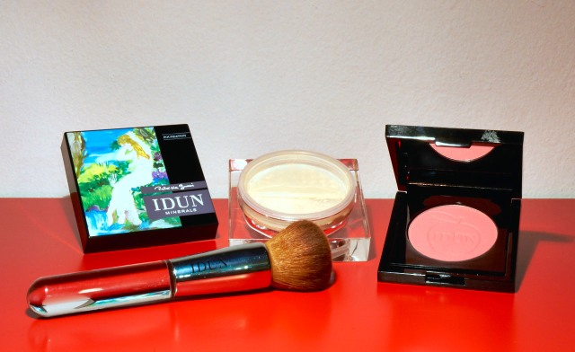 Idun Kabuki brush, mineral foundation and compact blush